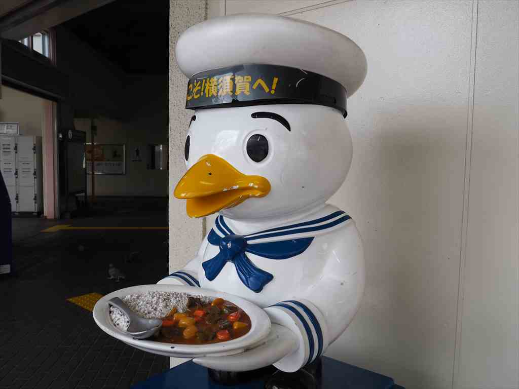 JR横須賀駅 水兵さん