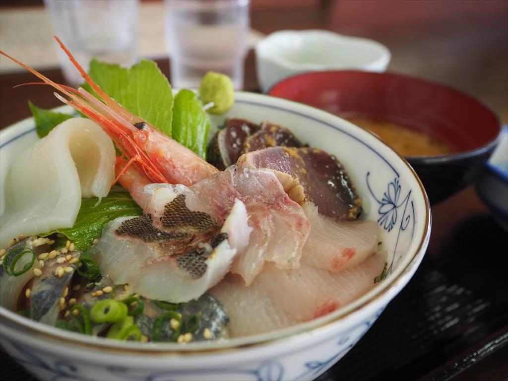 初島 磯料理うえの うえの丸の刺身丼