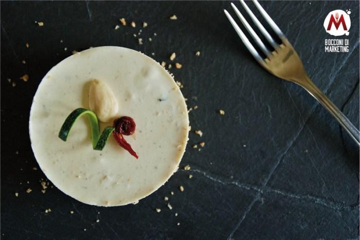 Cheesecake salata con zucchine, pomodori secchi e mandorle