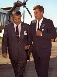 442px-Kennedy_vonbraun_19may63_02