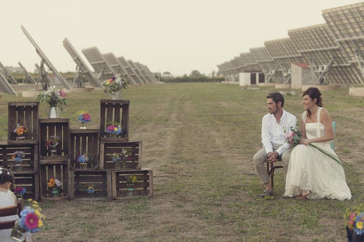 Organización y diseño: Bodas de Cuento Wedding Planners, Decoración Boda entre placas solares en Lleida, foto Iolanda Sebé www.bodasdecuento.com