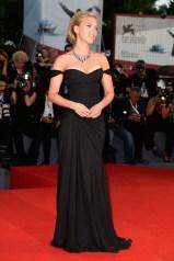 5 Scarlett Johansson in Versace
