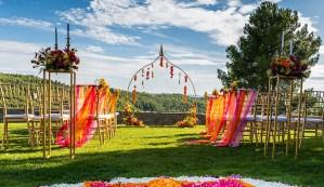 altar con telas de colores