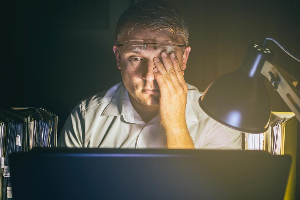 man with dry eyes on computer