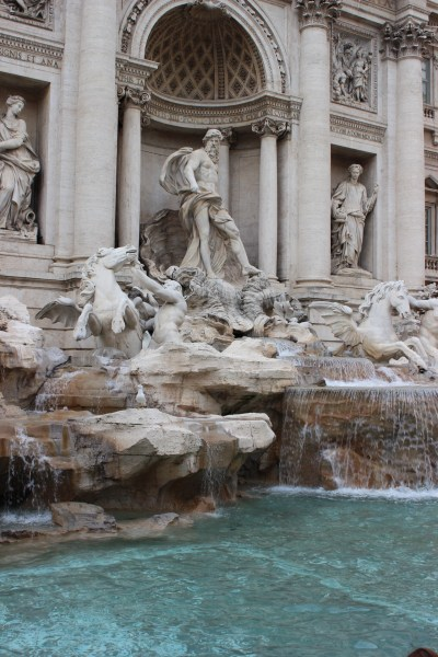 Fontana di trevi - den største og mest berømte fontenen i Roma. Her kastet vi uti en mynt over skulderen, som visstnok skal bringe lykke