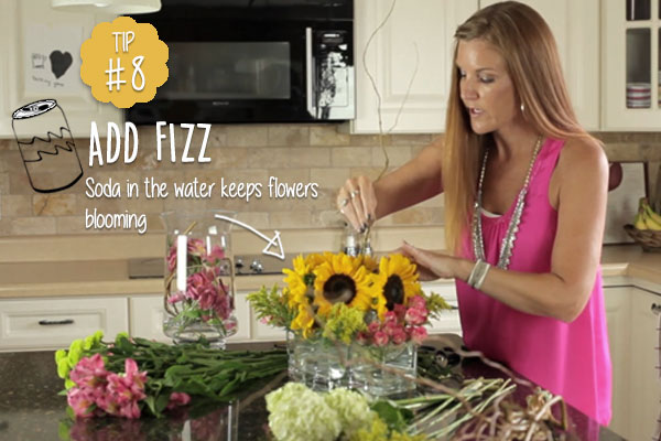 Cut-flowers-stay-fresh-for-longer-with-soda-in-the-vase-water