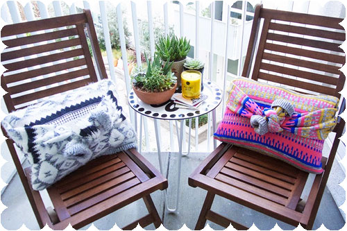 Sweater-DIY-No-Sew-Throw-Pillows copy