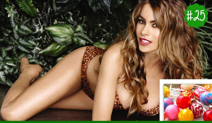 Celebrity-Sophia-Vergara-Snacks-On-Lollipops
