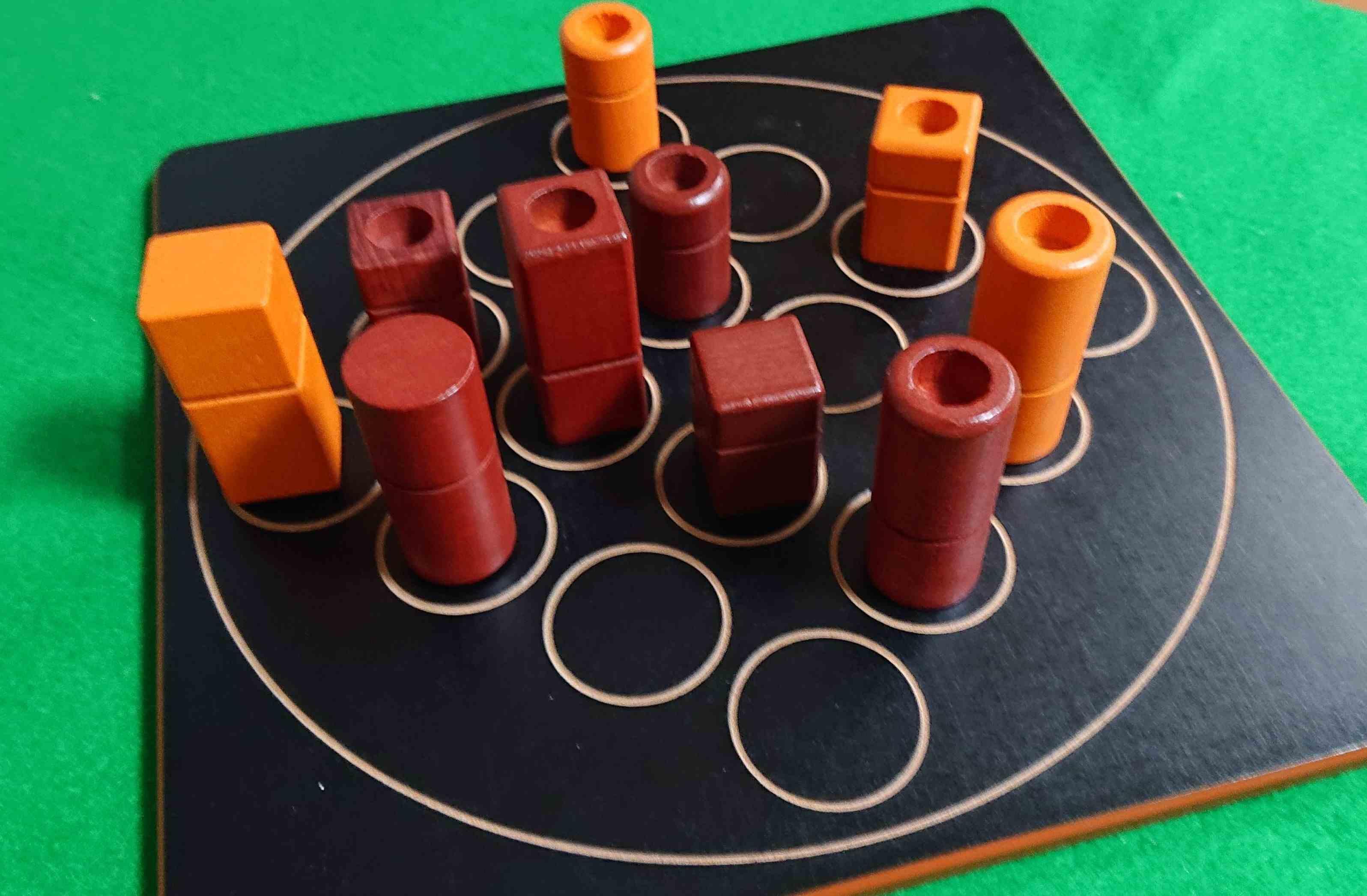 クアルト(QUARTO) 2人専用ボードゲーム 集中力の勝負です!うっかりしないように! ルール説明