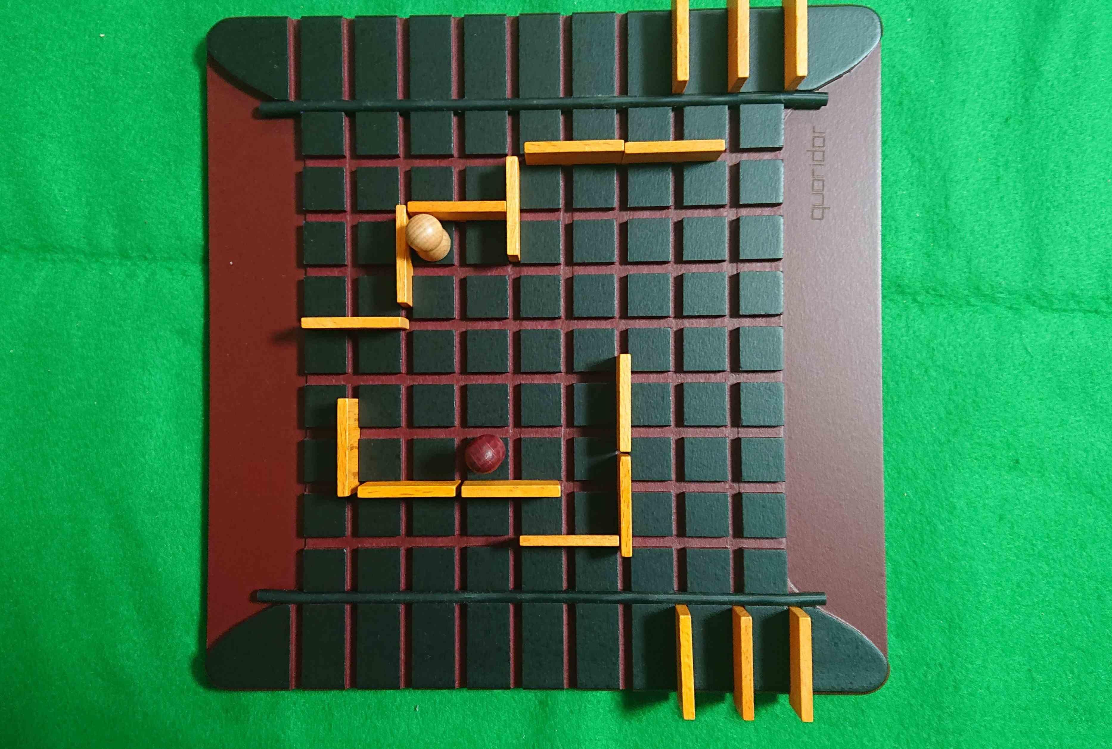 コリドール(Quoridor) ルール簡単でもガチなアブストラクト系ボードゲーム 木製コマっていいですね!