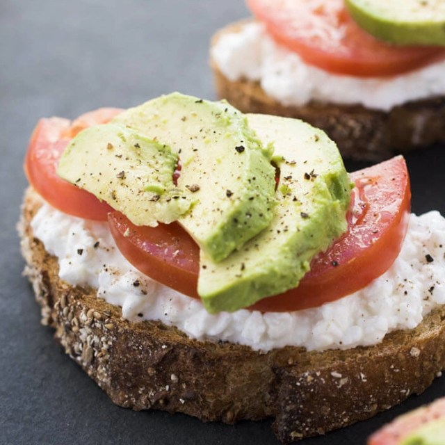 Tomato and Cottage Cheese Sandwich