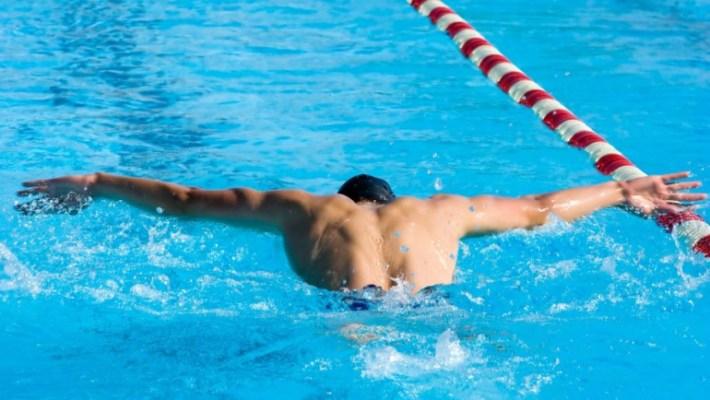 Trening pływacki. SZYBKOŚĆ