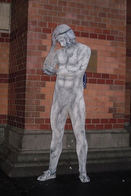 Bodypainting Camouflage Statue 2