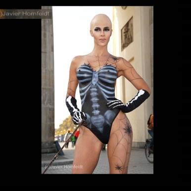 Halloween Bodypainting Micaela Schäfer 1c