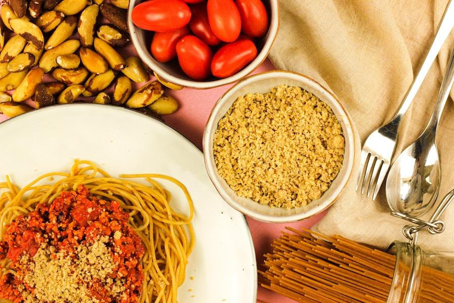 Veganer Paranuss-Parmesan - schmeckt lecker und ist total gesund.