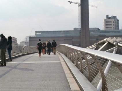 Zicht van op de Millenium Bridge