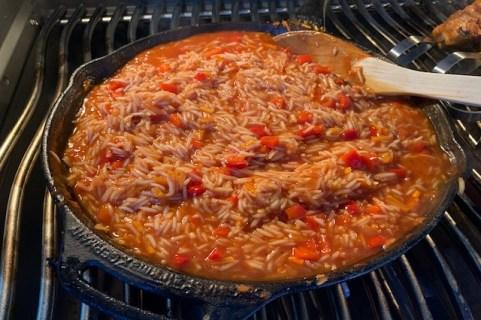 Næsten færdig tilberedt Mexikansk Ris