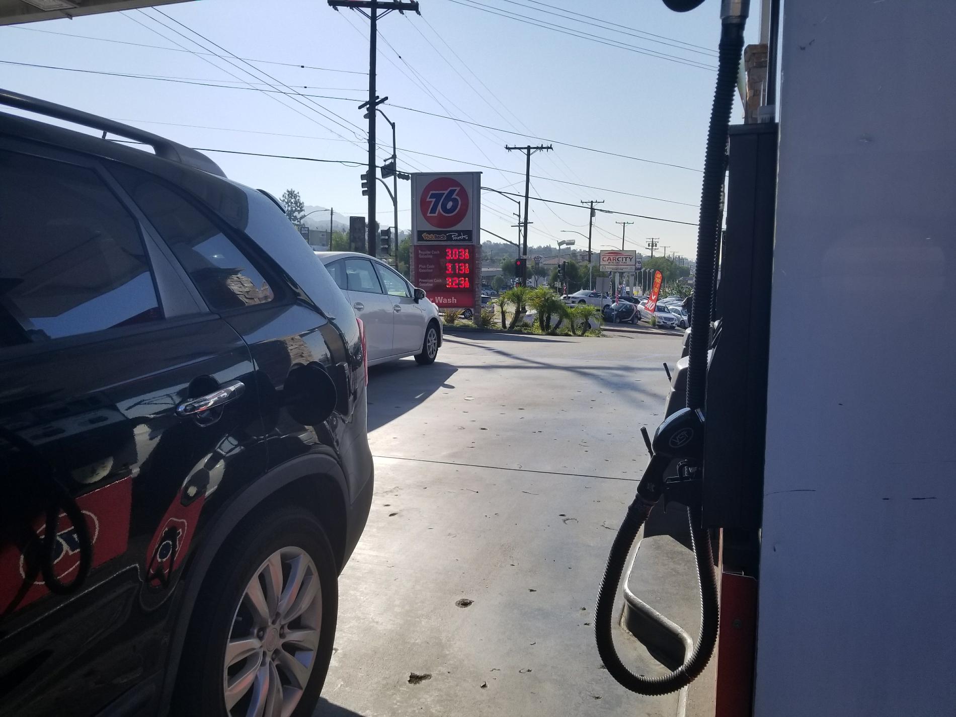 76 Station in La Crescenta