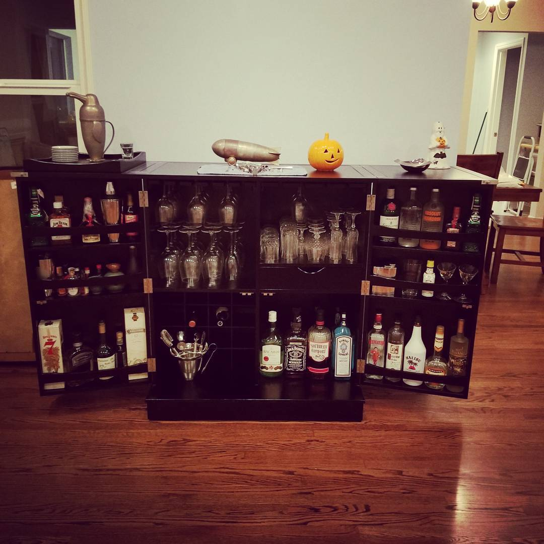 Unpacking day 4: The bar has been uncovered. Should have unpacked this on day 1…
