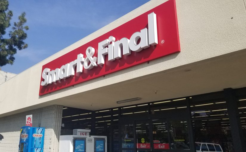 angle on the front of Smart & Final from the sidewalk in front of store