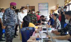 Bupati Yanny Dampingi Danlantamal VIII Manado I Wayan Ariwijaya Tinjau Vaksinasi di Inobonto
