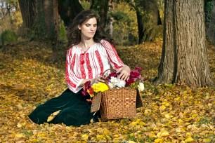 Model: Andreea Mitru, Machiaj: Lidia Drăguț, Ie: Iulia Divoiu - Șezătoarea Urbană, Fustă: Adela Pantea