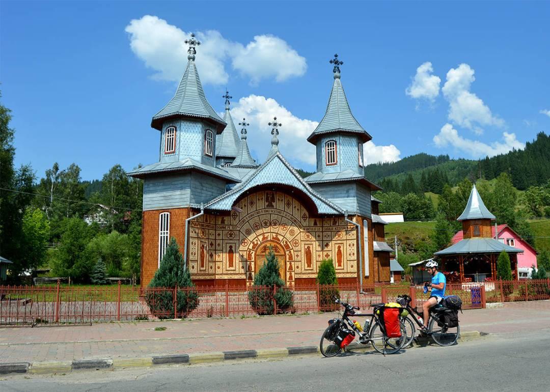 Bisericuta nou construita in Bucovina