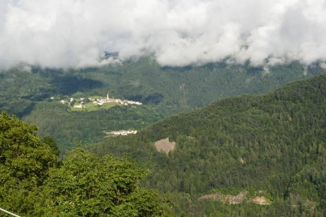 Localitati cocotate pe toate dealurile
