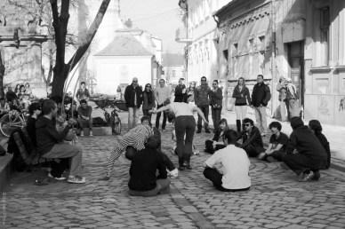capoeira demo in piata muzeului cluj-napoca - aprilie 2011