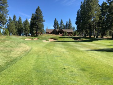 18th approach and clubhouse.