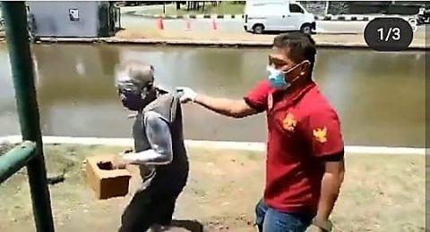 Manusia silver yang ditangkap satpol pp Kota Semarang ternyata adalah pensiunan Polisi.