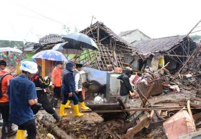 Wagub Jabar Tinjau Lokasi Banjir Bandang di Kecamatan Cicurug Sukabumi