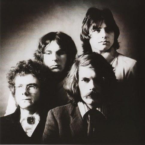 King Crimson es una banda de rock progresivo considerada como uno de los grupos pioneros del rock progresivo de los años 70