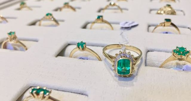 Your ultimate guide to buying emeralds in bogota.