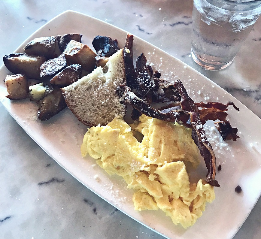 brunch at taverna on knox