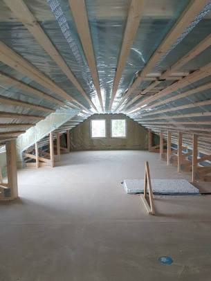 Isolerad övervåning i Älvsbyhuset Torgrim i Gällivare