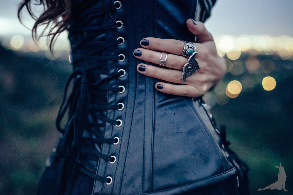 violet-vixen-corset-stevie-nicks-top-hat-rock-fashion-smoke-bomb-boho-blogger-fleetwood-mac 10 (1)