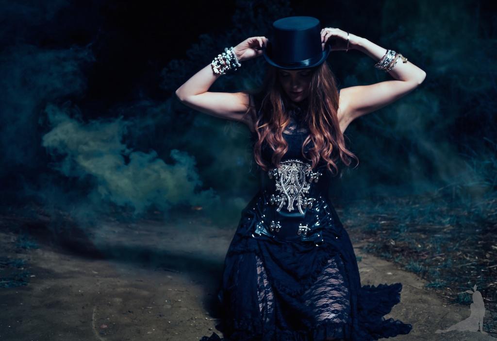 violet-vixen-corset-stevie-nicks-top-hat-rock-fashion-smoke-bomb-boho-blogger-fleetwood-mac 20 (1)