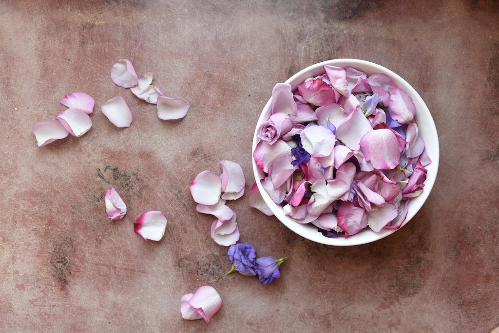 flower-bath-flores-lane-soy-candles-boho-bunnie-overtone-hair-color-inspiration-rose-milk-bohemian-fashion-blogger-joshua-tree-retreat- 2