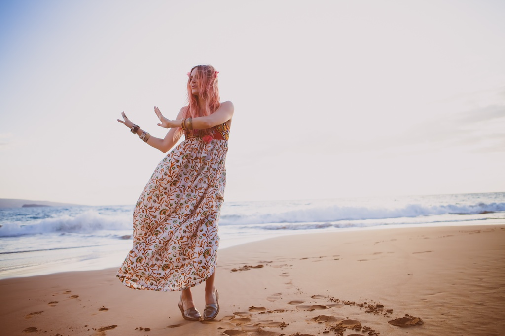 the-avarca-store-pachamama-bohemian-maui-beach-fashion-blogger-boho-bunnie-mibo-gold-leather-slingback-sandal-sun-dress 29