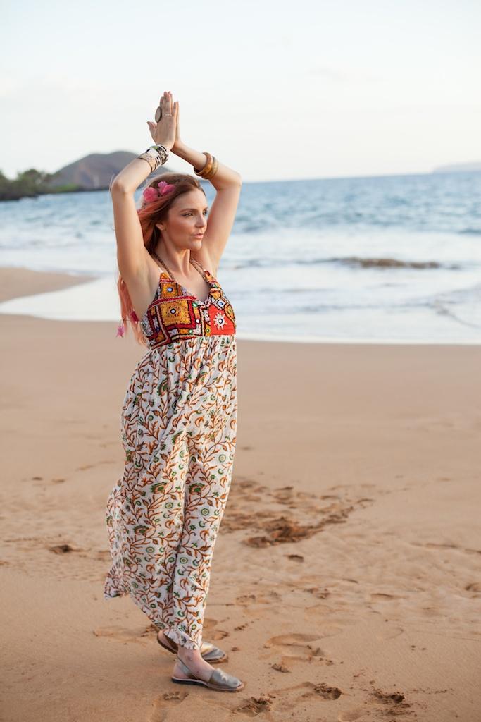 the-avarca-store-pachamama-bohemian-maui-beach-fashion-blogger-boho-bunnie-mibo-gold-leather-slingback-sandal-sun-dress 30