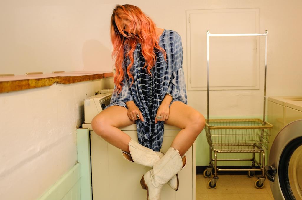 femmebot-clothing-tie-dye-mumu-laudromat-bohemian-fashion-blogger-boho-bunnie-big-bear-cowboy-boots-western-overtone-hair-color-hot-rocks 16
