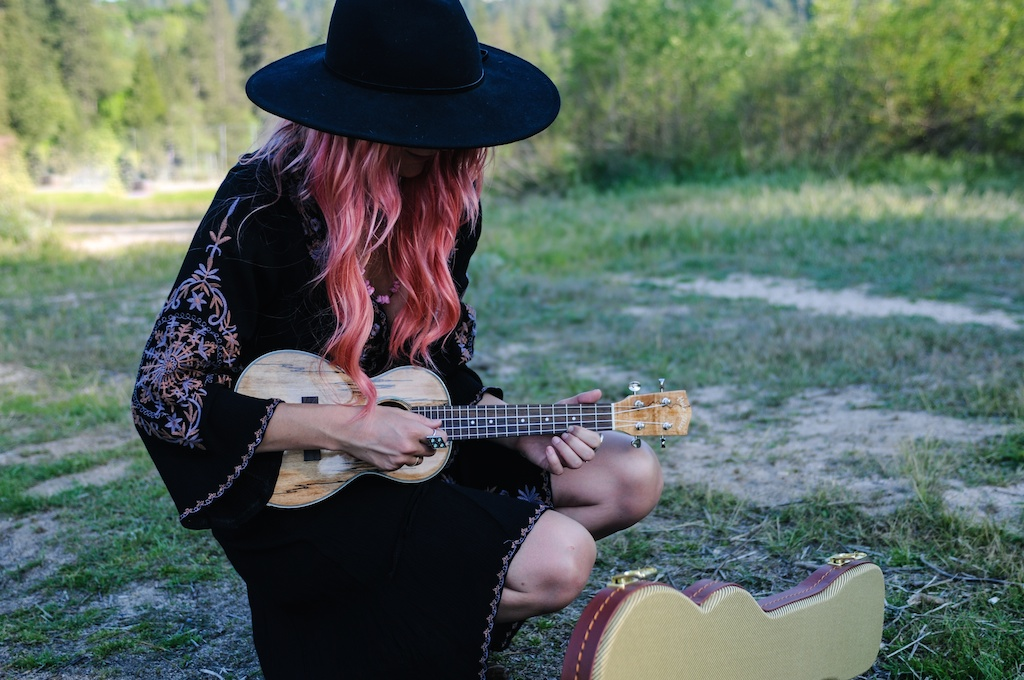 femmebot-clothing-big-bear-ukulele-boho-bunnie-embroidery-overtone-hair-color-bohemian-fashion-blogger-cowboy-boots-tweed-uke-case-stevie-nicks-dress 16