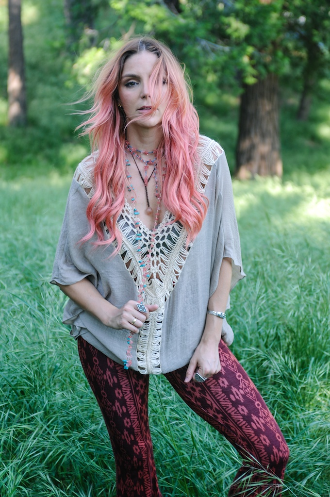 femmebot-clothing-crochet-poncho-bohemian-fashion-blogger-overtone-hair-color-kaftan-big-bear 13