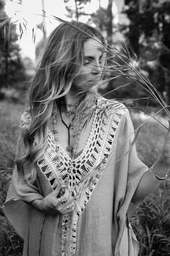 femmebot-clothing-crochet-poncho-bohemian-fashion-blogger-overtone-hair-color-kaftan-big-bear 28