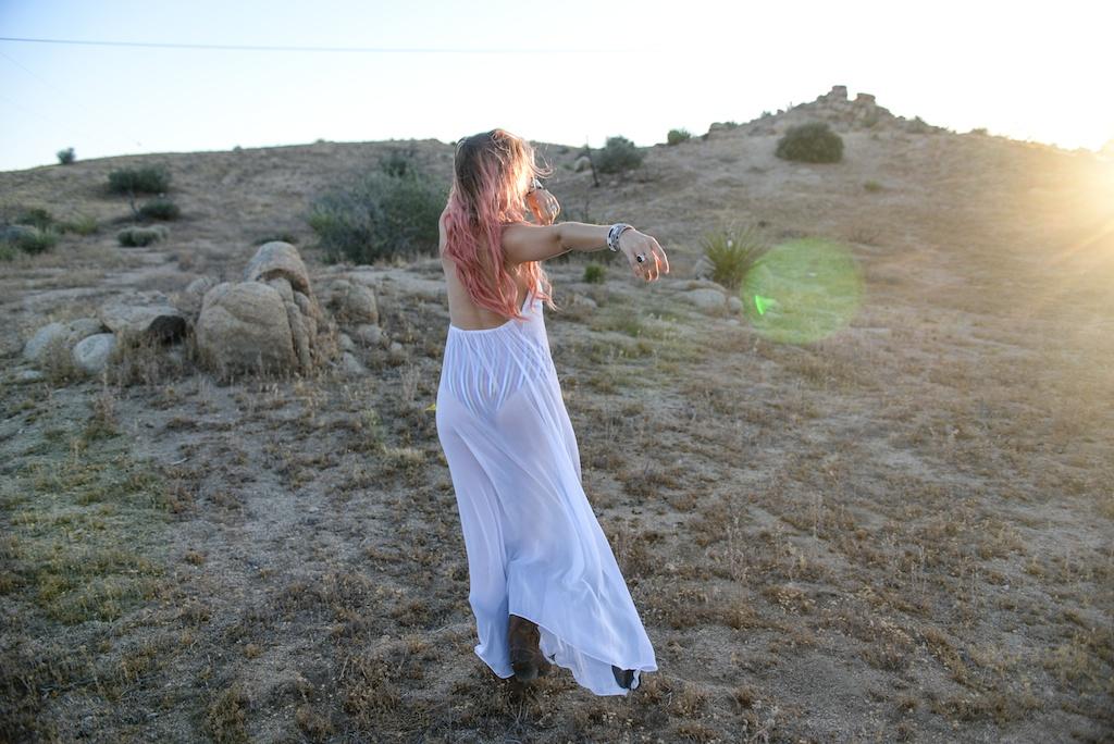 this-is-mouth-chevaux-dress-horse-halter-joshua-tree-fashion-blogger-rancho-v-overtone-boho-travel-desert-photo-shoot-global-made-in-la 13