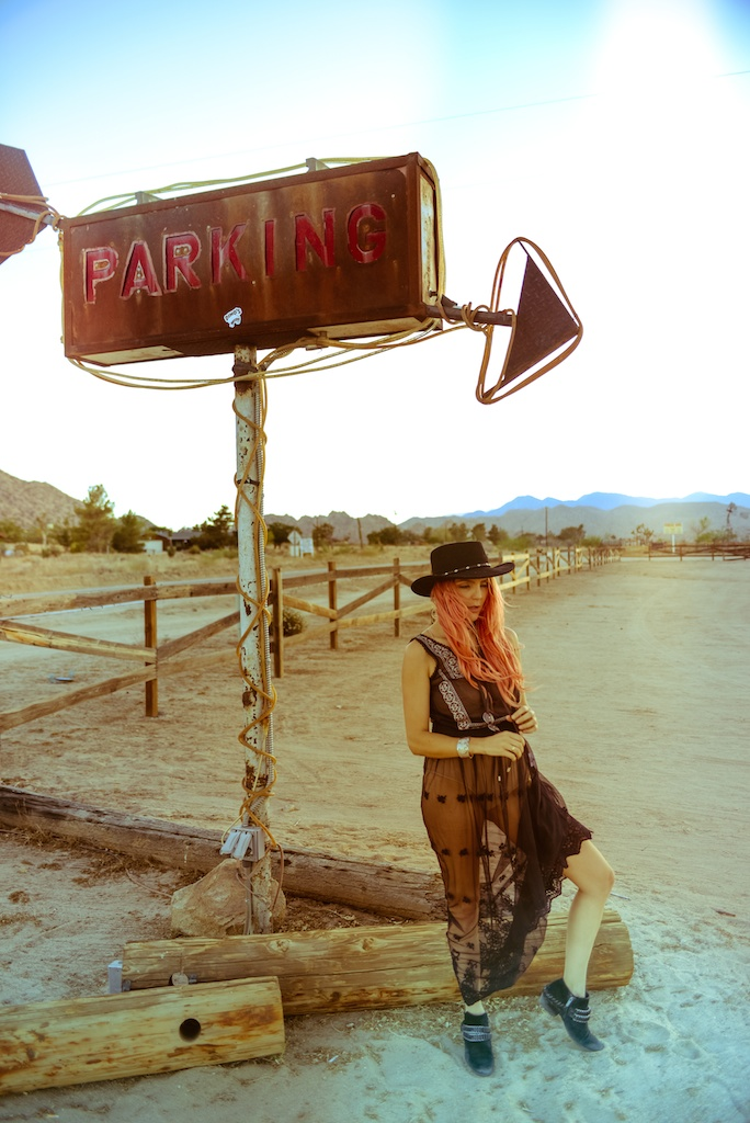 gypsy-junkies-joshua-tree-desert-pioneertown-pappy-and-harriets-western-fashion-travel-blogger-boho-bunnie-bohemian-11