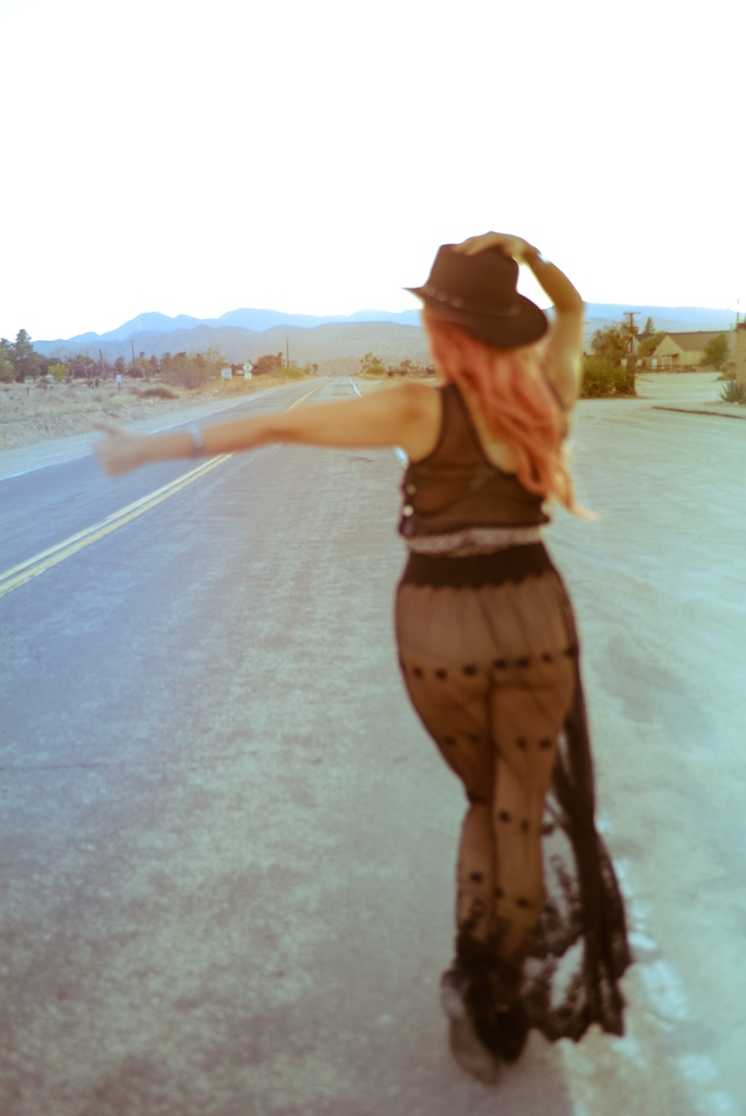 gypsy-junkies-joshua-tree-desert-pioneertown-pappy-and-harriets-western-fashion-travel-blogger-boho-bunnie-bohemian-17