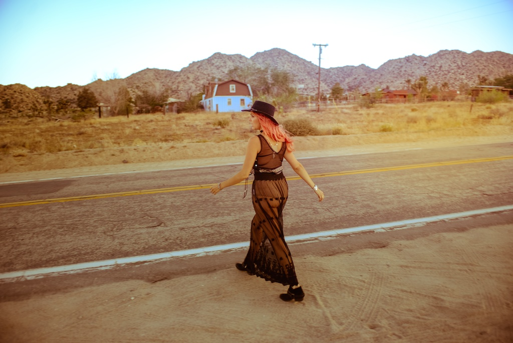 gypsy-junkies-joshua-tree-desert-pioneertown-pappy-and-harriets-western-fashion-travel-blogger-boho-bunnie-bohemian-8