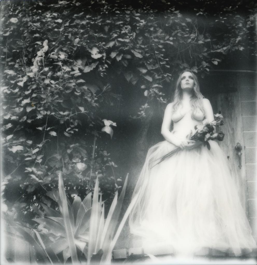 polaroid-impossible-project-violin-laurel-canyon-fashion-blogger-instant-film-vintage-violin-bohemian-valentines-day-photo-shoot-11